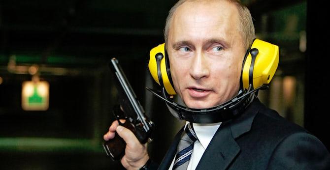 [Komentar] Živčna vojna med Putinom in Evropo ali kako je Max Otto Stierlitz postal ruski predsednik