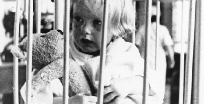 [Komentar] Tri zgodbe: Prvošolčki, otroci v vrtcih in nočne skrivnosti ljubljanske Pediatrične klinike