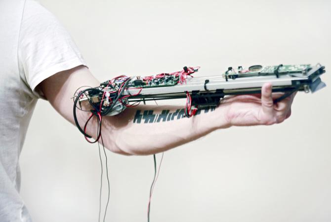 [Komentar] Digitalni humanizem: Čeprav živimo v digitalnem obdobju, v resnici še vedno delujemo na analogen način